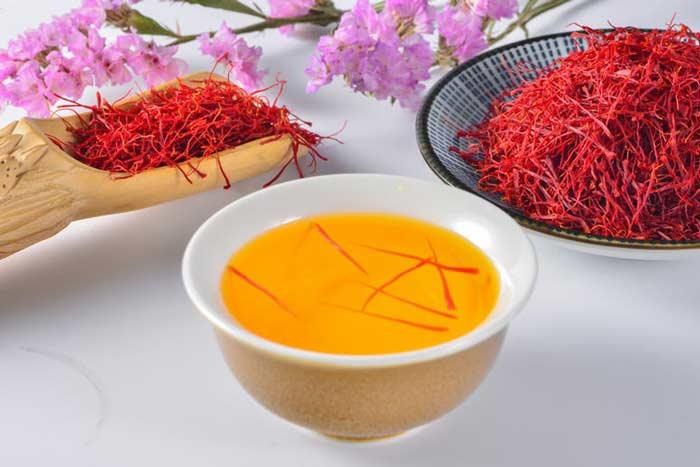 چای و شربتِ زعفران