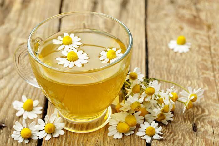 چای بابونه چگونه به درمانِ بیخوابی کمک می کند؟