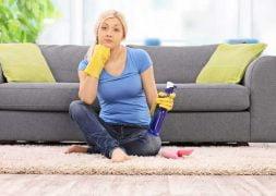 { بهترین } روش تمیز کردن مبل پارچه ای از لکه های مختلف چیست؟ (جدید) شامپو فرش